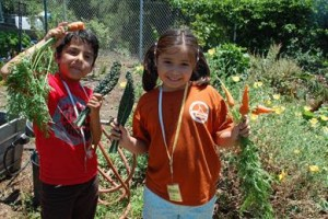 TG_Events_GardenSongDayCamp_Kids_Harvesting_2015